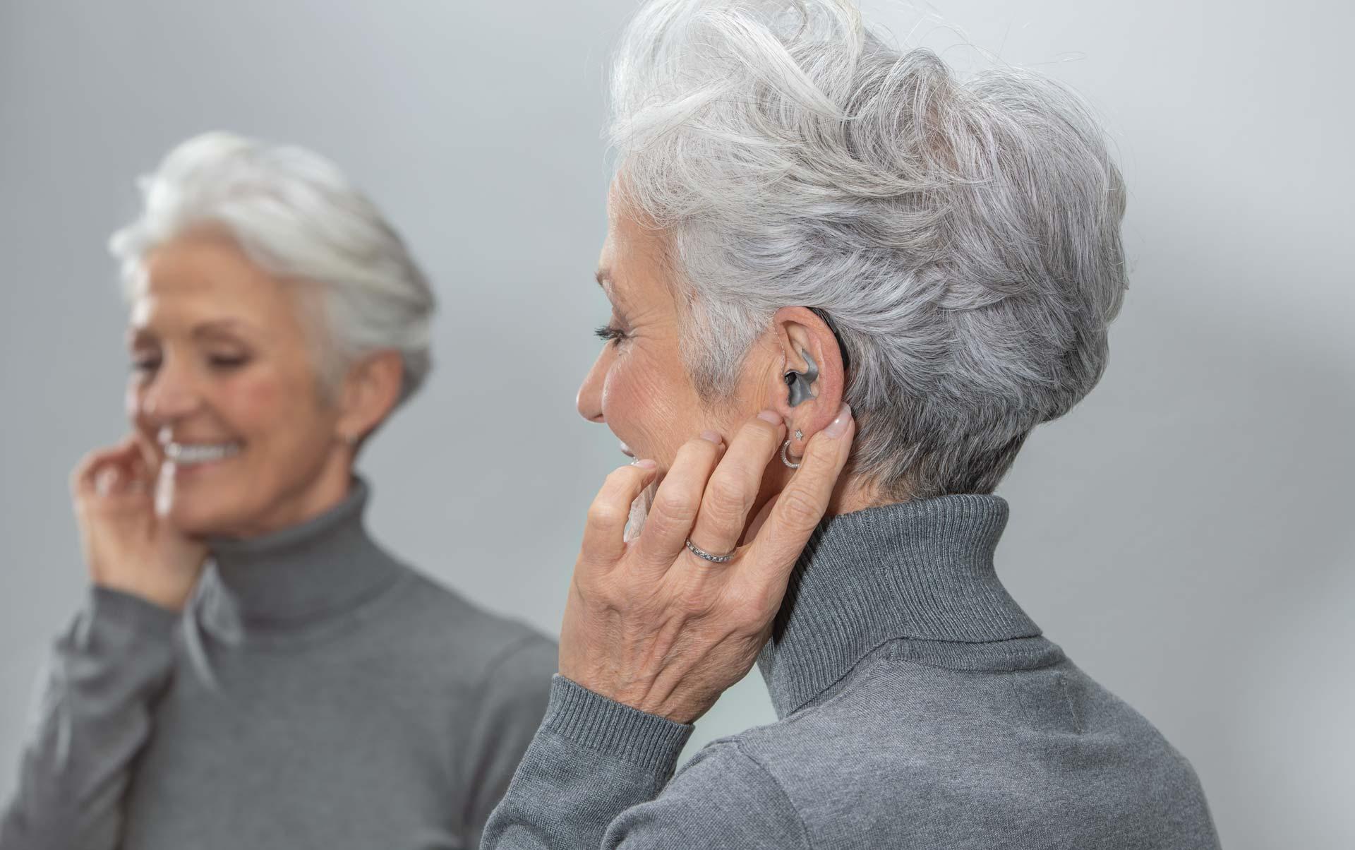 Hörluchs® Titan-Otoplastiken im Ohr